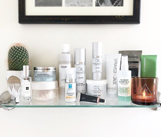 My ultimate #Shelfie ✨ These are not products that sit in my bathroom for a year and get used just sometimes. These are the products that I cannot live without. I use them regularly, if not daily! Head over to my blog if you want details on why this shelf is my holy grail💎 Link is in my bio💫 . . . . . #spraytan #spraytanning #tan #bathroomgoals #beautyblogger #vanity #womeninbiz #bronzed #bronze #selftanner #glowingskin #glowup #skincareroutine #glowing #glow #sprayedbyjade #musthaves #skincare #sunlesstan #airbrushtan #allnatural #beauty #tintedbodymoisturizer #lamakeupartist #wakeupandmakeup #blogger #naturaltan #beforeandafter #thatglow