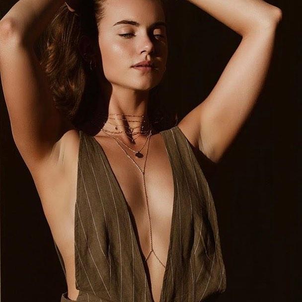 Keep your skin velvety bronze throughout #Coachella with my #SprayedByJade Tinted Body Moisturizer. All my babes will be hitting the desert with their bottles in tow🌟 Get 25% off yours now through next Friday with promo code: GLOWCHELLA . . . . . #spraytan #coachella2018 #spraytanning #tan #tanlines #beautyblogger #womeninbiz #bronzed #bronze #selftanner #selftan #glowup #airbrushtanning #tannedskin #glowingskin #tangoals #skincare #sunlesstan #airbrushtan #allnatural #beauty #tintedbodymoisturizer #lamakeupartist #wakeupandmakeup #coachellafashion #musicfestival #desertlife #thatglow