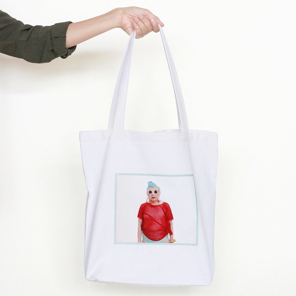 WHITE_TOTE_BAG_THE_CARMEN