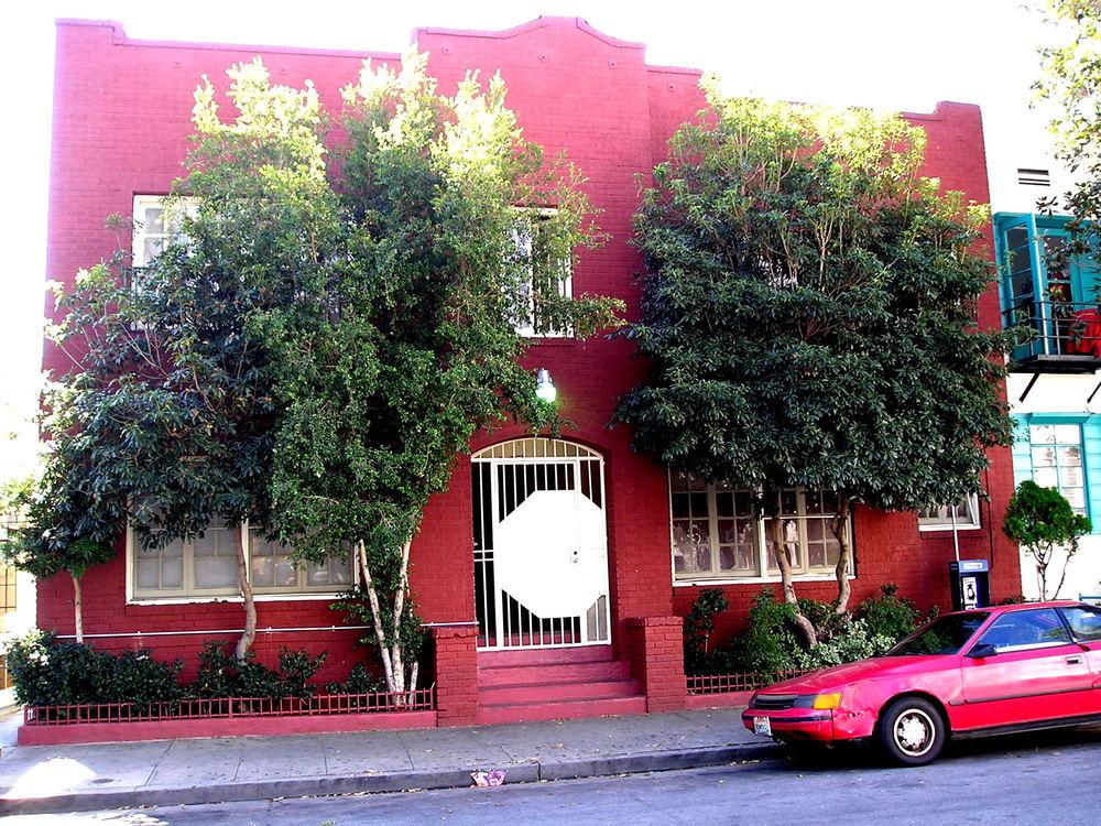 Facade of De Longpre Los Angeles