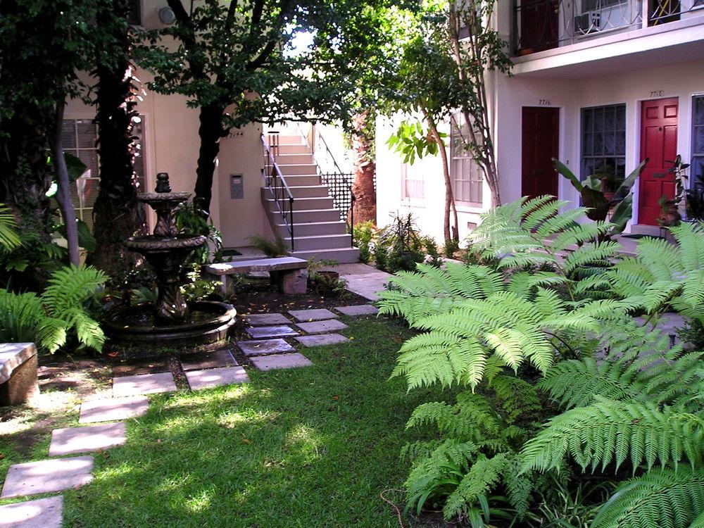 Garden Area Hollywood Blvd Los Angeles
