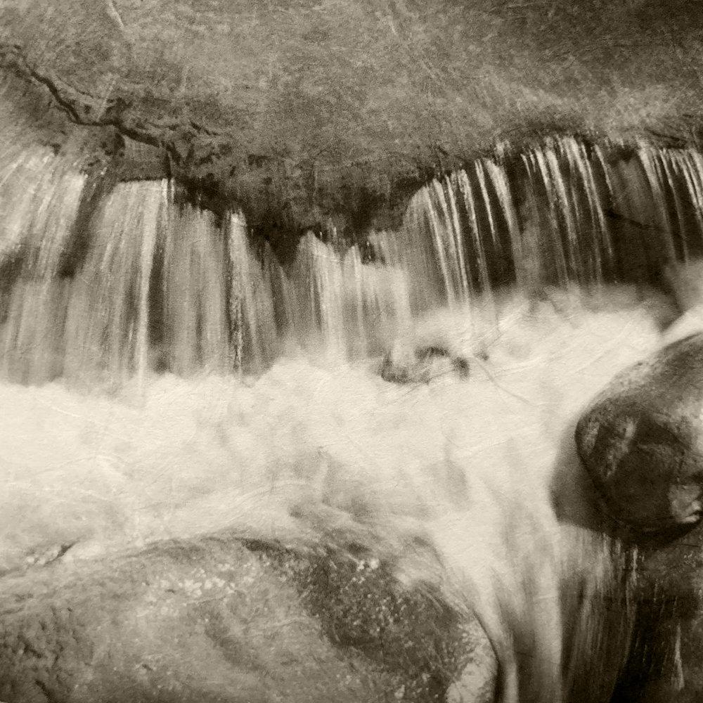 Isoide Mizu (Rushing Water)