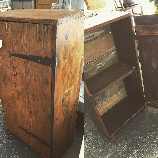 What a stylish storage solution. An old trunk that has been reinvented as a cupboard with a shelf. Solid ➕ vintage = love ✔️#vintagestyle #vintageshop #woodencupboard #woodenchest  #furnituremakeover #mystyle #melbournestylist #baysidebusiness #baysidemelbourne