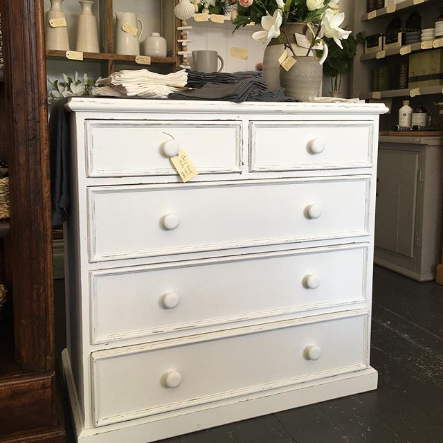 Chalky white chest of drawers. Versatile and looks good #chalkpaint #chestofdrawers #vintageshop #baysidemelbourne #baysidebusiness
