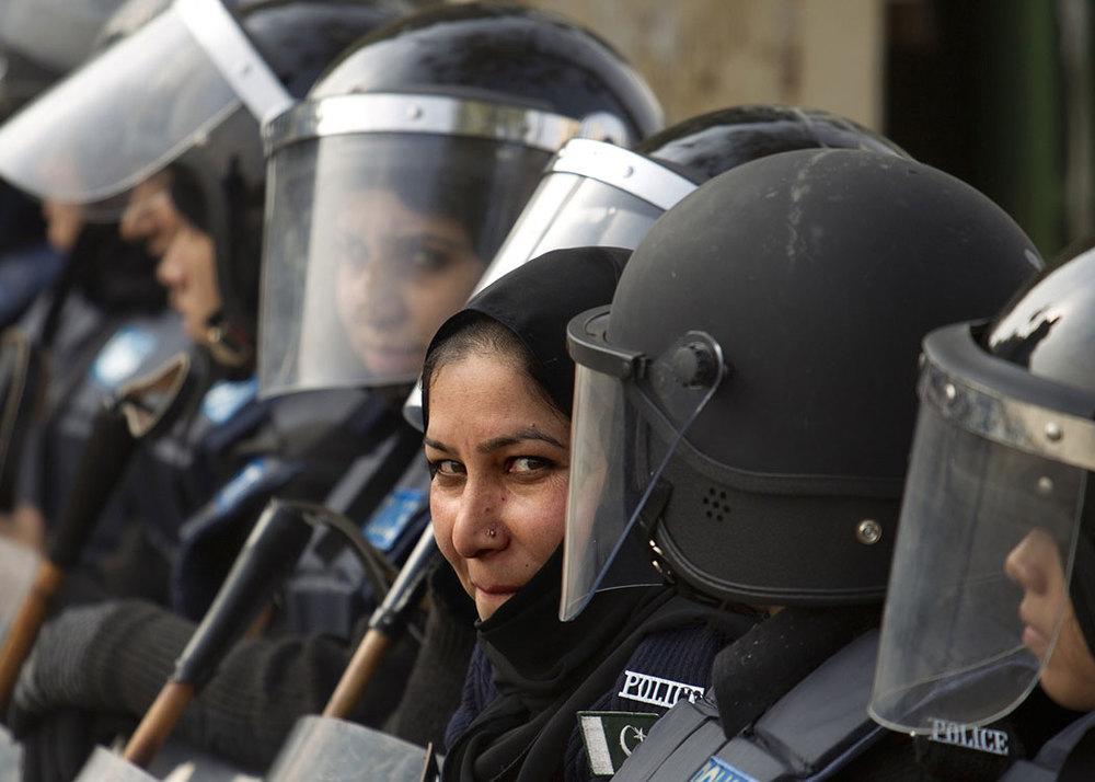 police_PAKISTAN_FEMALE_POLICE_1500w.jpg