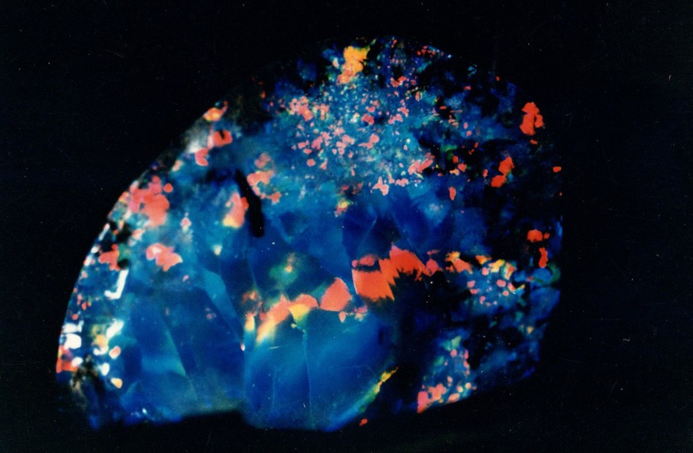 For opals, gemstones and jewellery