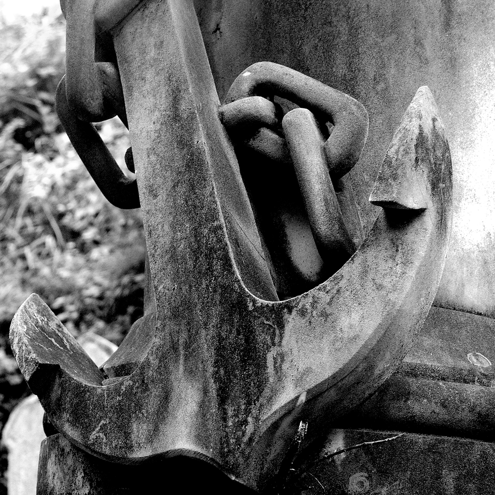untitled #140  [hong kong protestant cemetery, happy valley, hong kong, 2006]