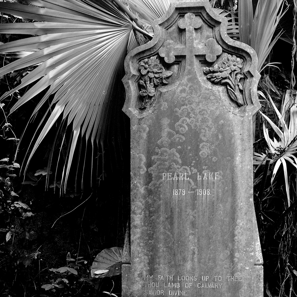 untitled #156  [hong kong protestant cemetery, happy valley, hong kong, 2006]