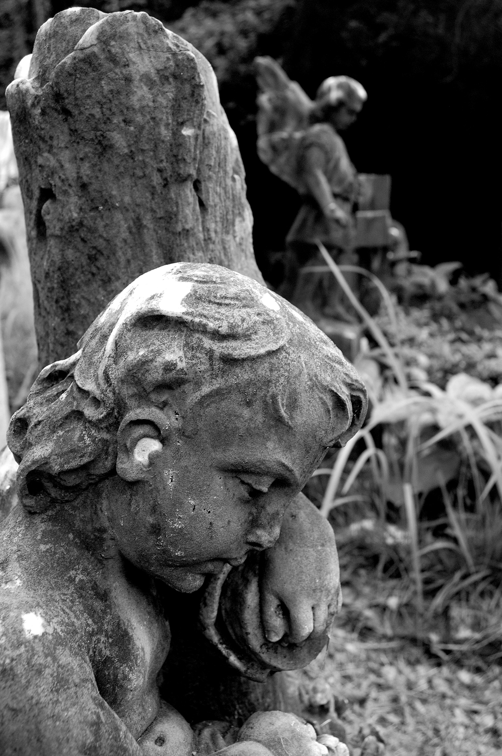 untitled #171  [hong kong protestant cemetery, happy valley, hong kong, 2006]