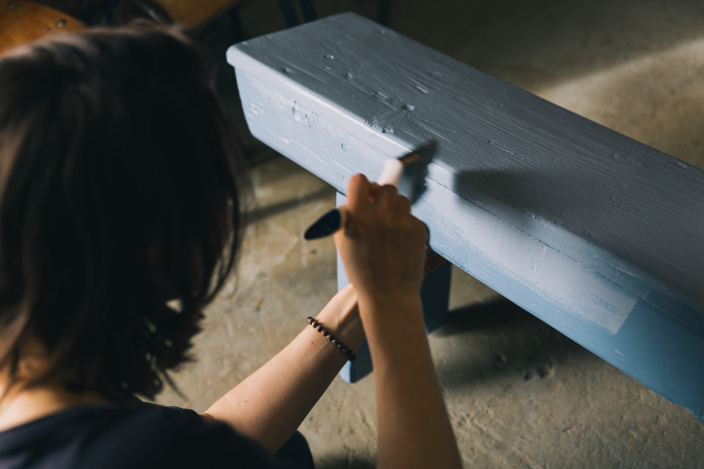 Marloes aan het schilderen - Firma Zoethout. Foto: Mitchell van Voorbergen