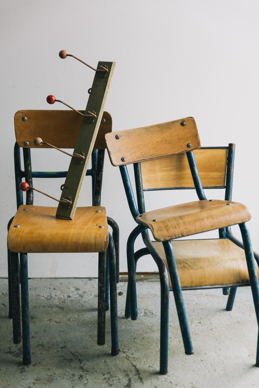 Stoeltjes met kapstokje - Firma Zoethout. Foto: Mitchell van Voorbergen