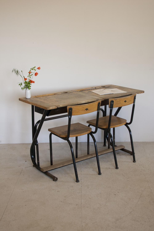 Vintage schooltafel met stoelen 1.JPG