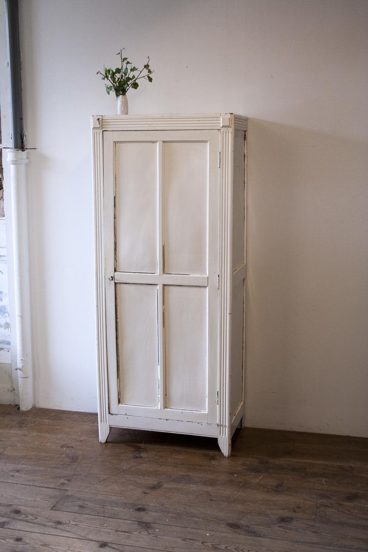Wit vintage kledingkastje 2.jpg