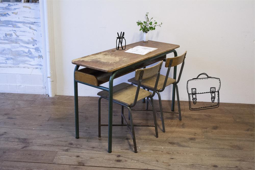 Vintage schooltafel met stoelen 1 copy met tek1.jpg