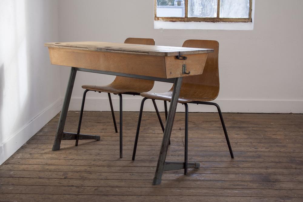 Vintage schooltafel met stoelen 3.jpg