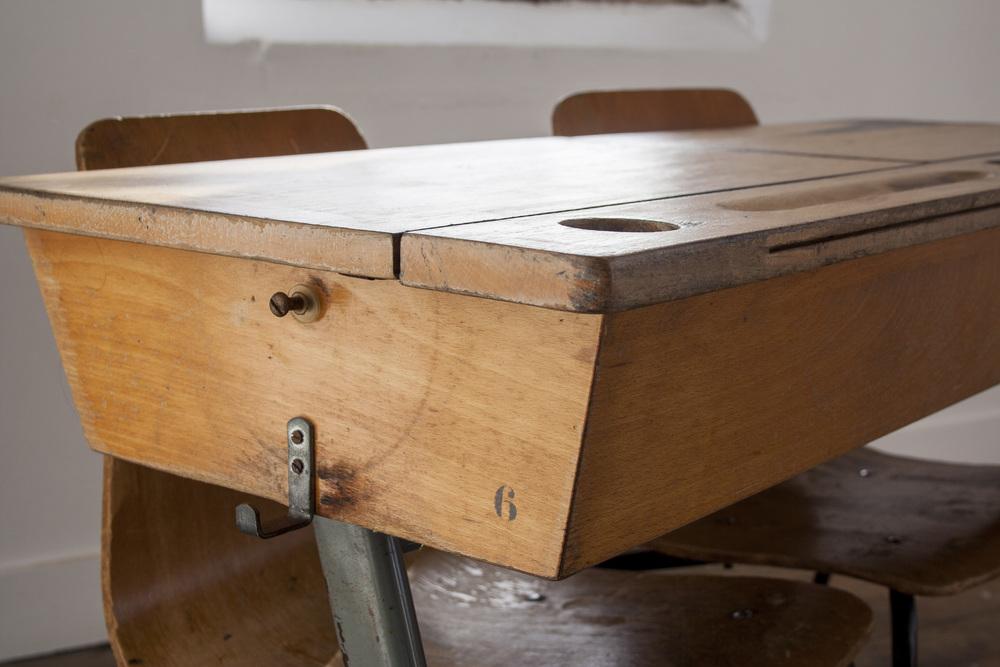 Vintage schooltafel met stoelen 5.jpg