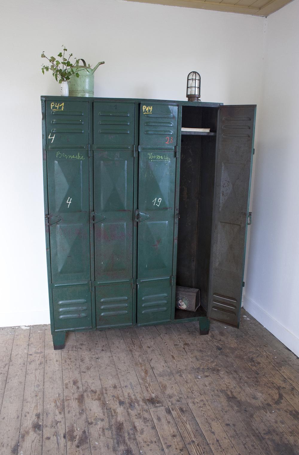 Industriele locker met vier deuren 2 copy.jpg