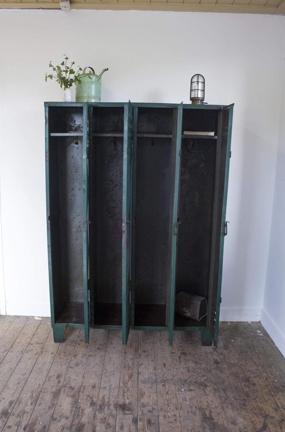 Industriele locker met vier deuren 3 copy.jpg