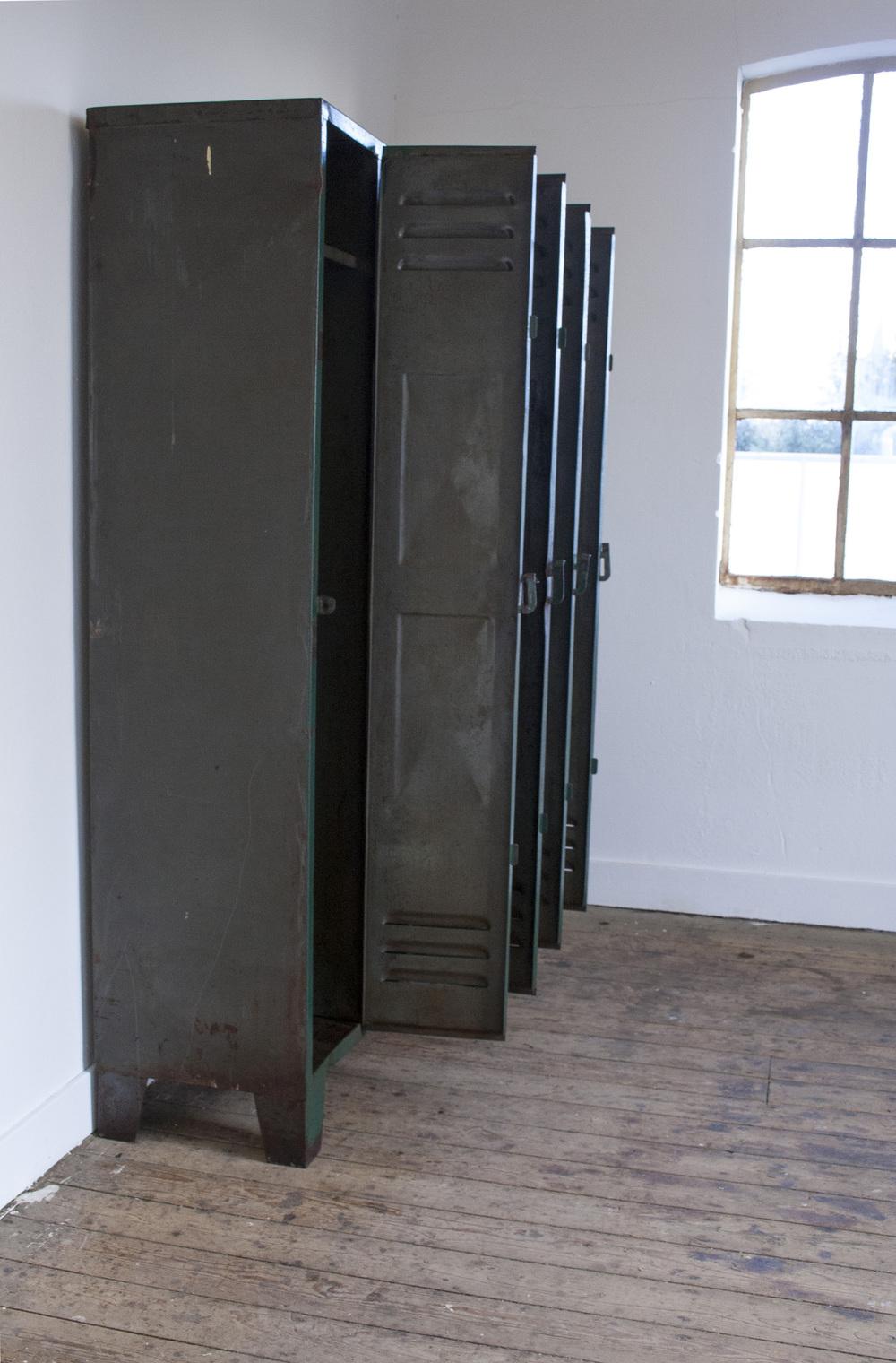 Industriele locker met vier deuren 4 copy.jpg
