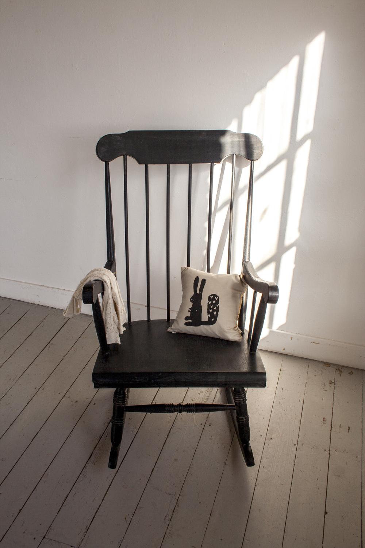 Zwarte vintage schommelstoel 1.jpg