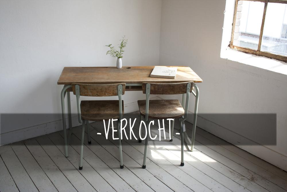 Schooltafel+met+schoolstoelen+grijsgroen+frame_1 (1)kopie.jpg