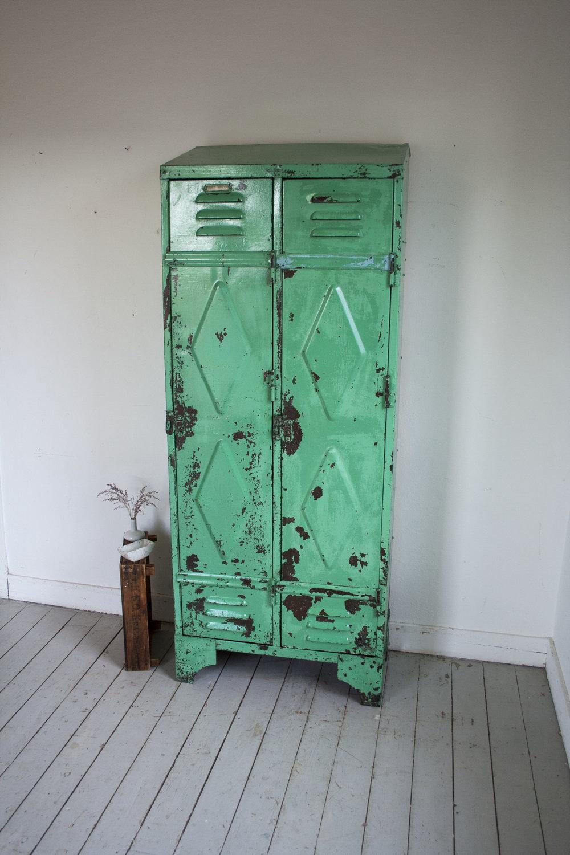 mintgroene locker 2 deuren.jpg