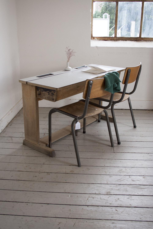 Groter houten schoolbankje formicablad.jpg