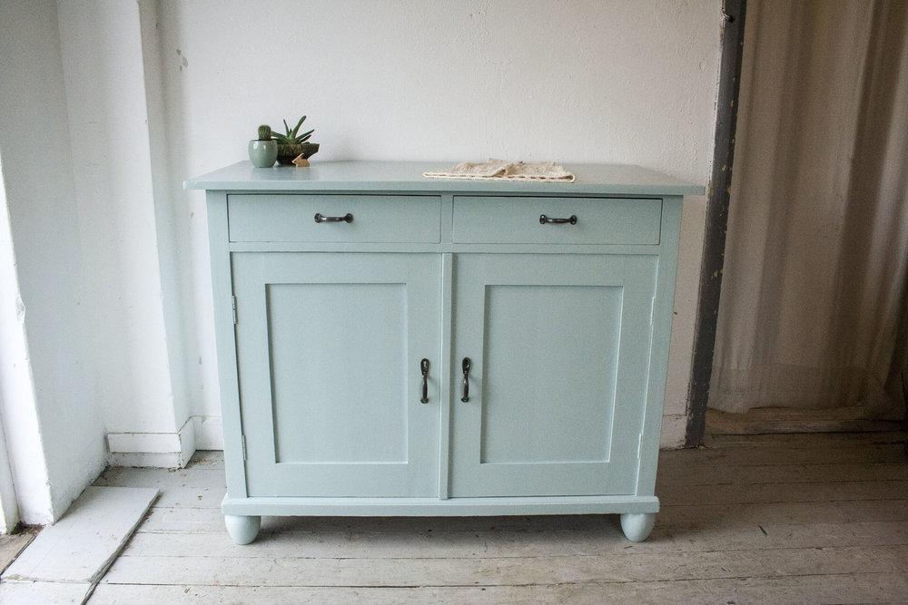 Groenblauwe vintage commode.jpg