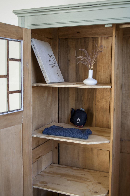 Grijsgroene kledingkast met ruitjes - Firma Zoethout_3.jpg