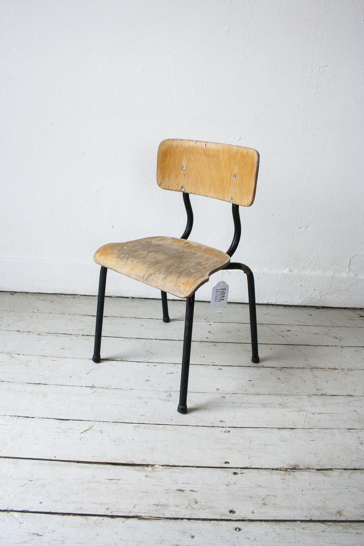 3 kleine schoolstoeltjes zwart frame- Firma Zoethout_3.jpg