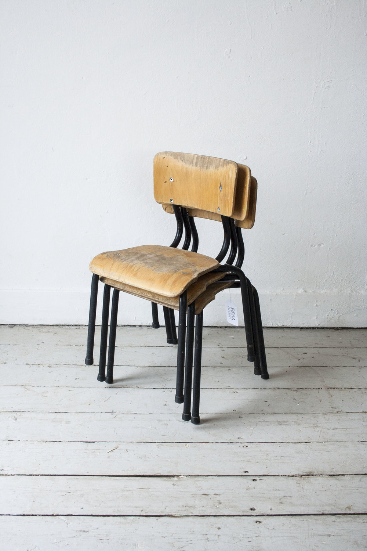 3 kleine schoolstoeltjes zwart frame- Firma Zoethout_4.jpg