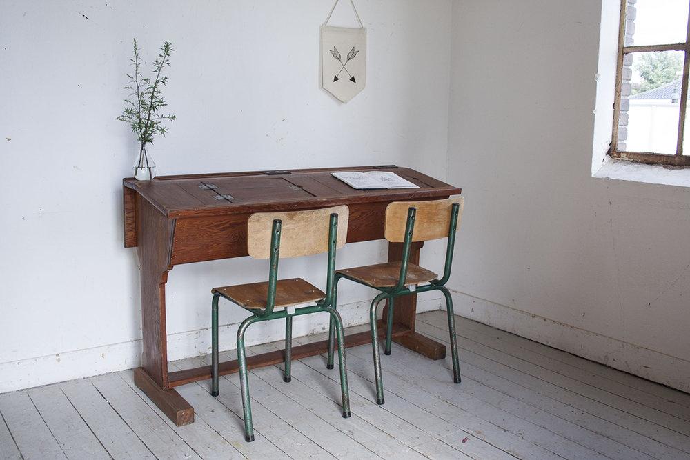 Houten vintage schooltafel - Firma Zoethout.jpg
