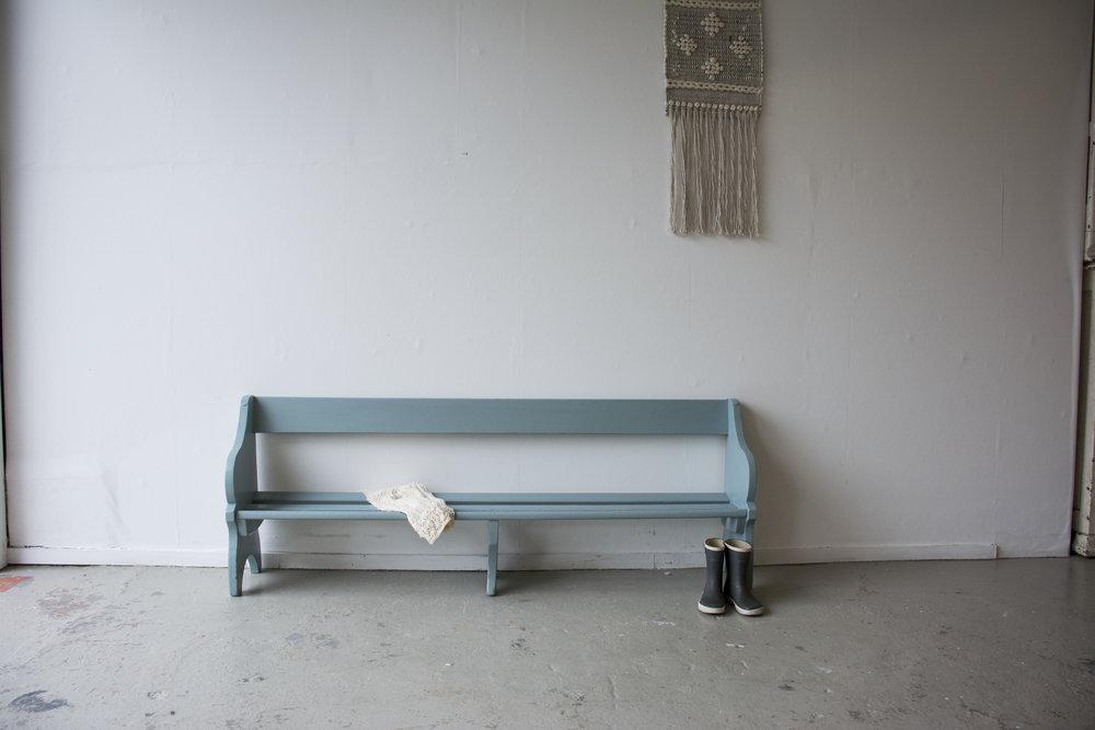 Grijsblauw vintage kerkbankje - Firma Zoethout_2.jpg