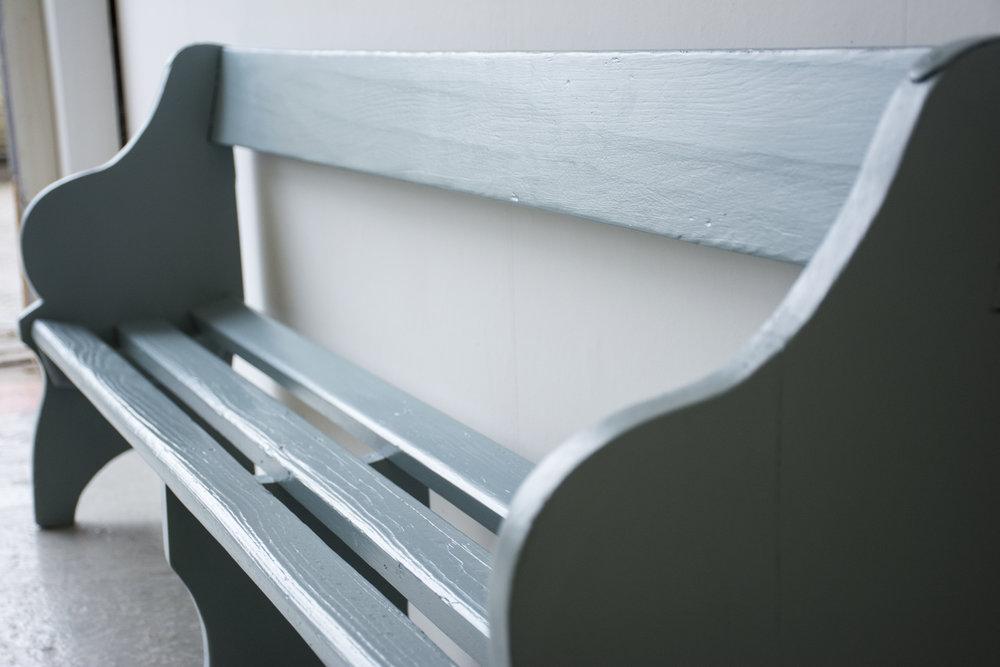Grijsblauw vintage kerkbankje - Firma Zoethout_5.jpg