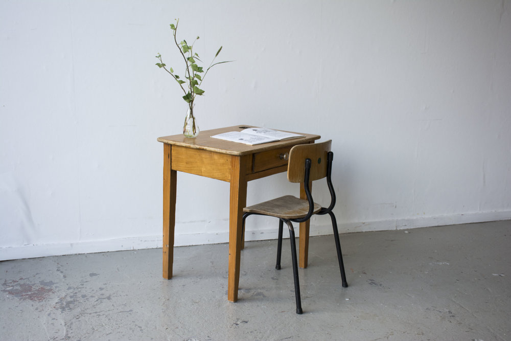 Houten vintage kleutertafeltje met stoeltje - Firma Zoethout.jpg