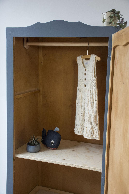 Schemerblauw brocante kledingkastje - Firma Zoethout_5.jpg