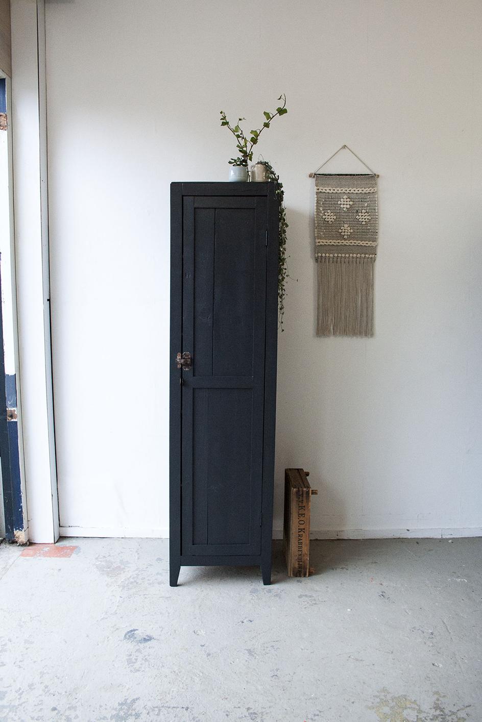 Kraai zwarte houten locker - Firmazoethout_2.jpg