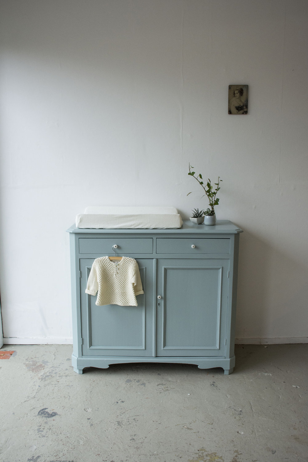 Oval room blue commode - Firma Zoethout.jpg