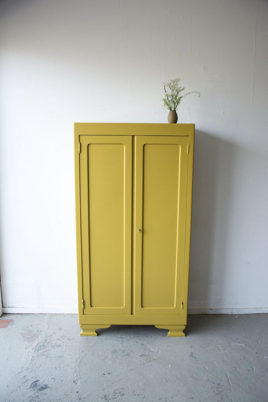 Okergeel vintage kledingkastje - Firma zoethout_3.jpg