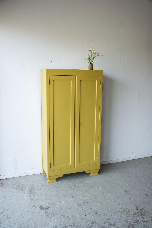 Okergeel vintage kledingkastje - Firma zoethout_5.jpg