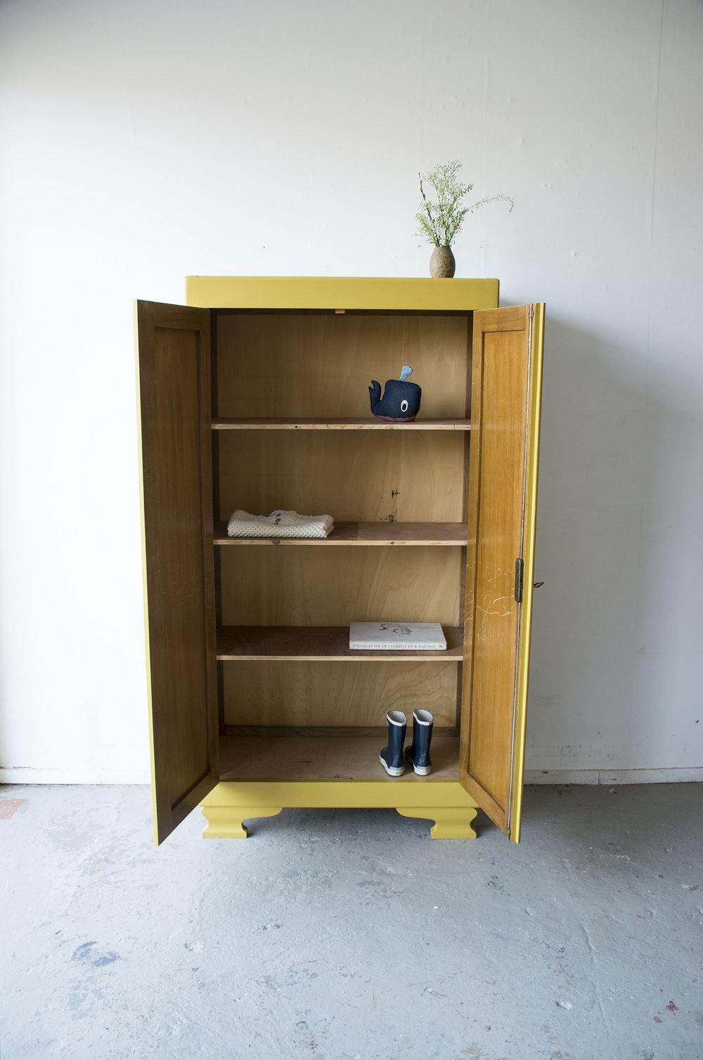Okergeel vintage kledingkastje - Firma zoethout_4.jpg