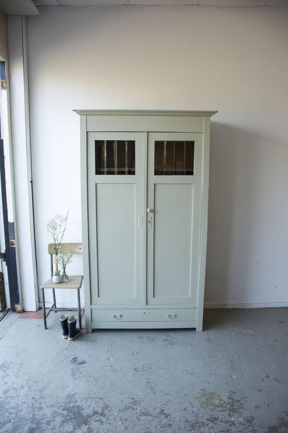 Zachtgroene vintage kledingkast - Firma zoethout.jpg