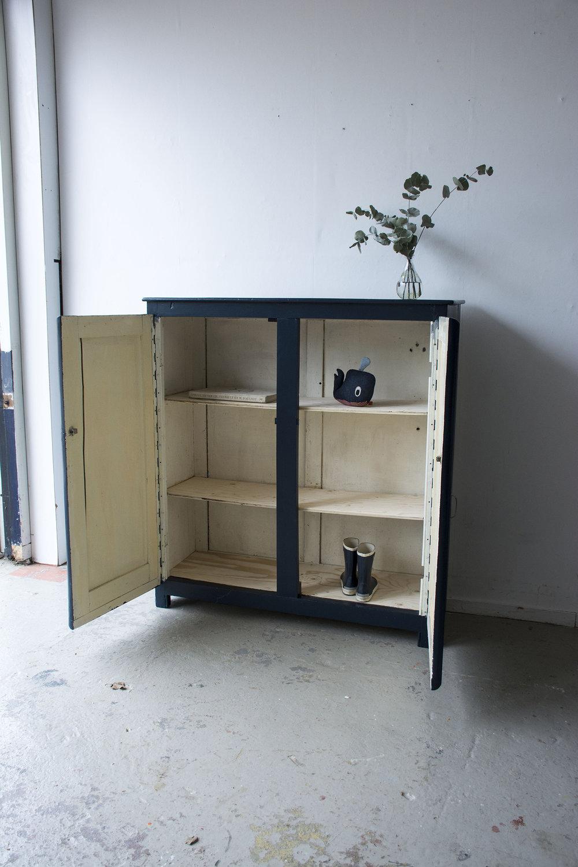 Nachtblauw kastje twee deuren - Firma zoethout_3.jpg