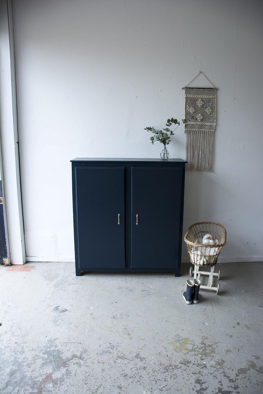 Nachtblauw kastje twee deuren - Firma zoethout_1.jpg