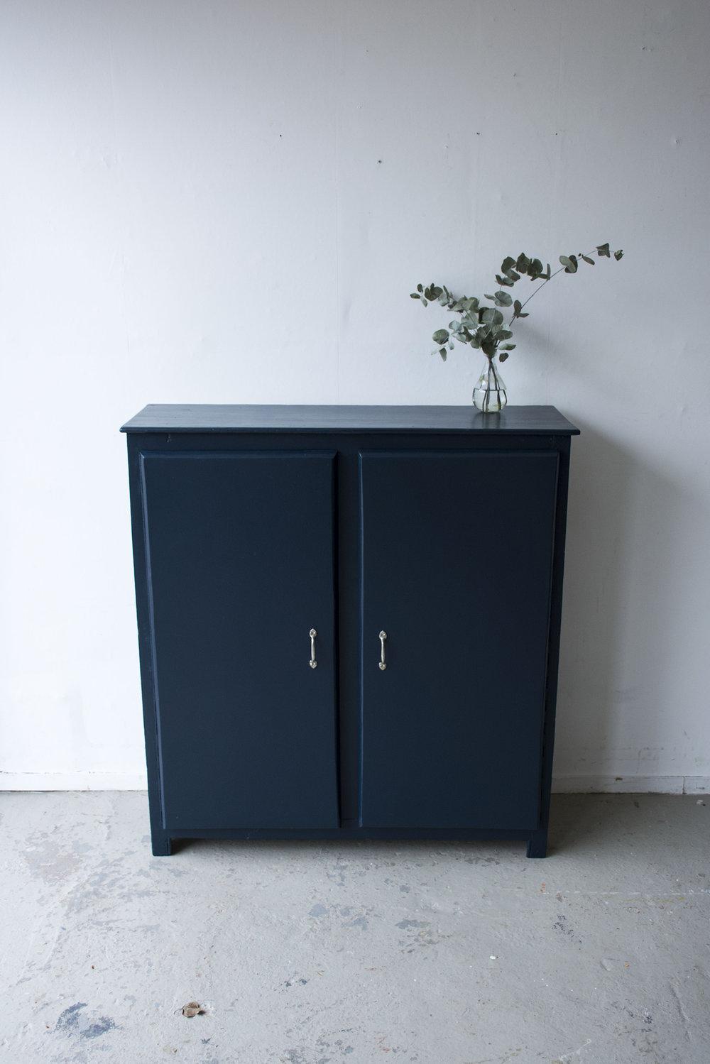 Nachtblauw kastje twee deuren - Firma zoethout_4.jpg