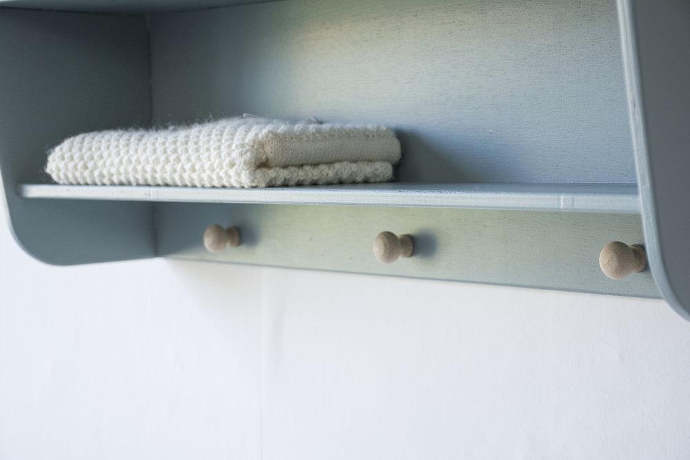 Wandplankje kust houten knoppen - Firma zoethout_3.jpg