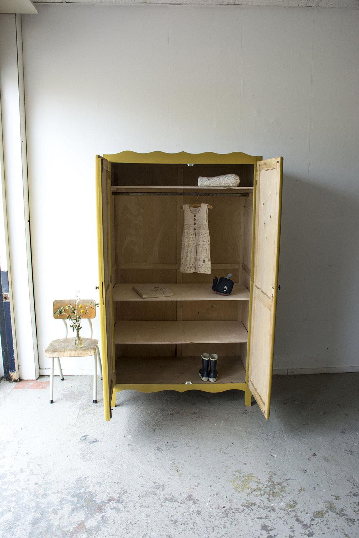1345 Okergele golvende kledingkast - Firma zoethout_2.jpg