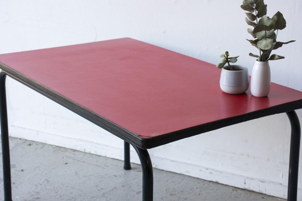 rood formica tafeltje met stoeltje - Firma zoethout_3.jpg