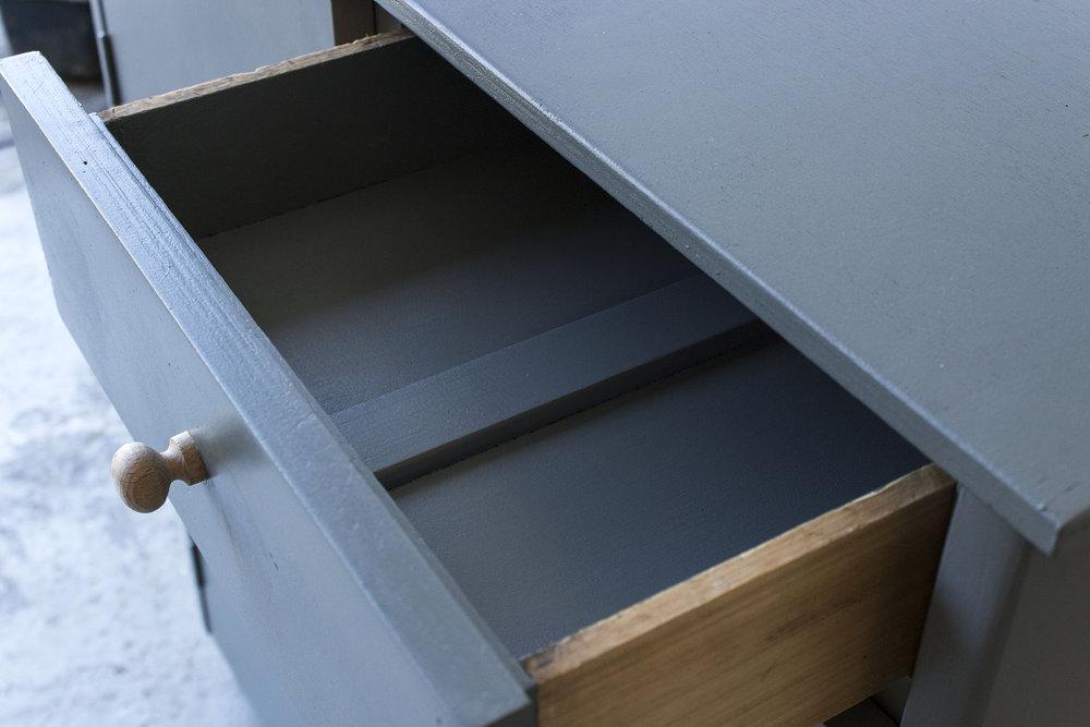 Grijze houtsnijwerk commode -  Firma zoethout_5.jpg
