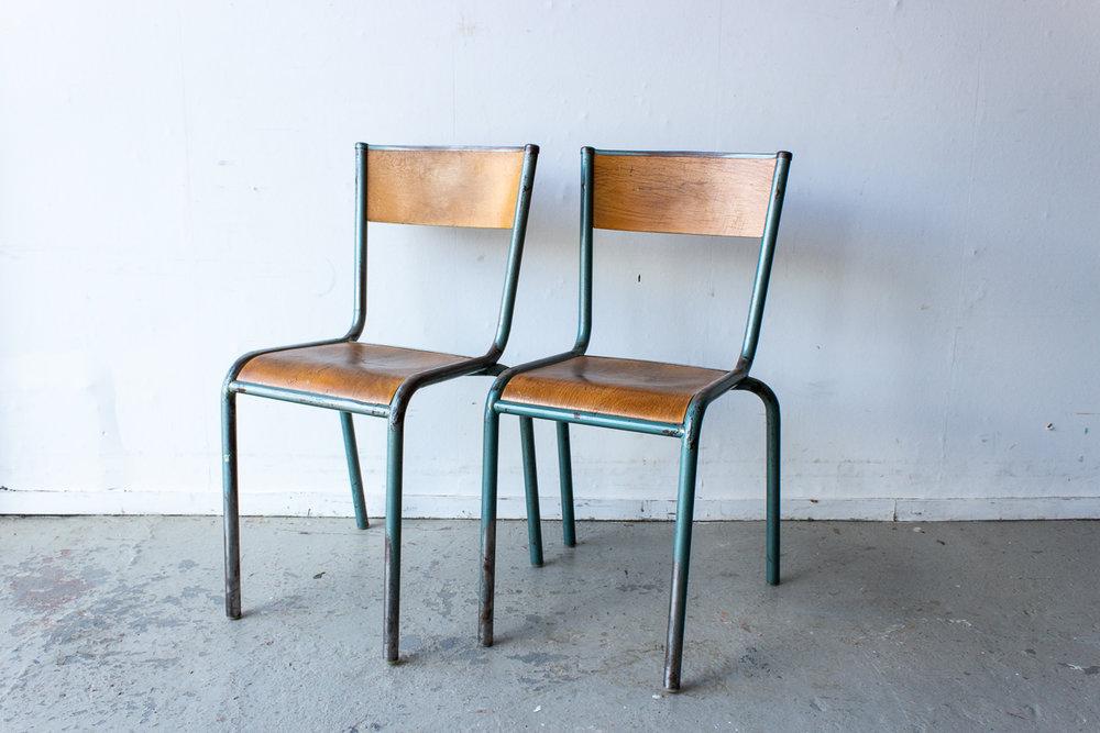 Vintage schoolstoelen met grijsgroen frame - Firma Zoethout